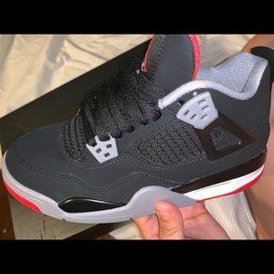 Air Jordan bred 4s